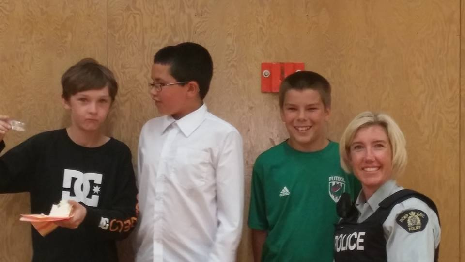 Logan, Issac, Jordan and Constable Sam. D.A.R.E and Grade 5 Graduation. Photo by Tracy Munro