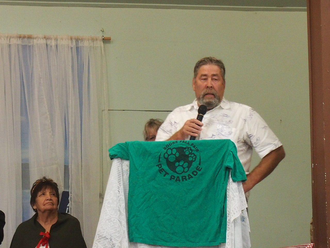 Director Mike Hicks at the opening of the Sooke Fall Fair. SPN photo.