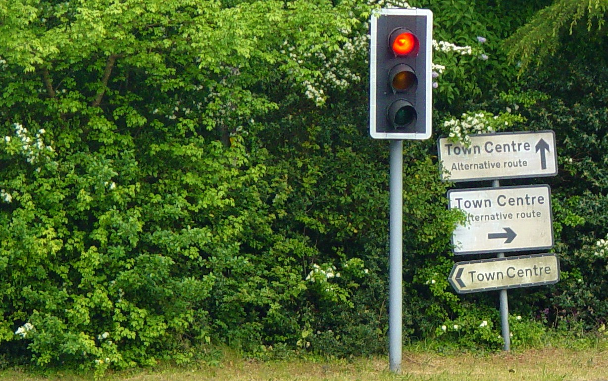 Confusing Road Signs. Flickr. CC BY-SA 2.0, from https://www.flickr.com/photos/foilman/2803261256
